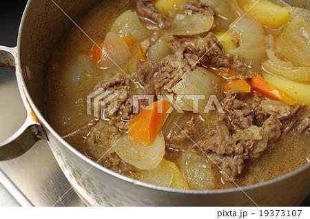 寸胴鍋でつくるおいしそうな肉じゃが 19373107