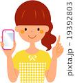 スマートフォンを持つ女性 指差し 19392803