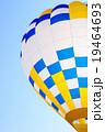 熱気球と青空 19464693