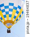 熱気球と青空 19464837