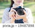 カメラ 女性 19487898