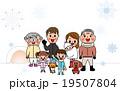家族三世代 笑顔 冬 雪 コピースペース 19507804
