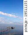 定置網と漁師 19511155
