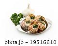 エスカルゴ: Cooked escargot on escargot plate 19516610