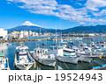 【静岡県】田子の浦港・富士山と漁船 19524943
