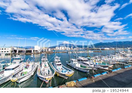 【静岡県】田子の浦港・富士山と漁船 19524944
