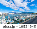 【静岡県】田子の浦港・富士山と漁船 19524945