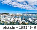 【静岡県】田子の浦港・富士山と漁船 19524946