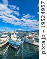 【静岡県】田子の浦港・富士山と漁船 19524957