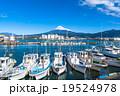 【静岡県】田子の浦港・富士山と漁船 19524978