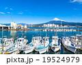 【静岡県】田子の浦港・富士山と漁船 19524979