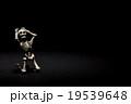 罪にさいなむガイコツ:Skeleton suffering in the dark 19539648