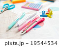 筆記用具と資料 19544534