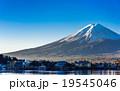 河口湖から眺める富士山 19545046