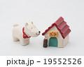 犬と犬小屋の置物 19552526