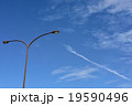 青空と街灯 19590496