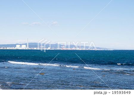 阿字ヶ浦海岸から東海村原子力発電所を望む1 19593649