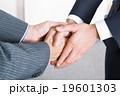 ビジネスマン 握手 手の写真 19601303