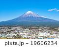 【静岡県・富士市】富士山と街並み 19606234