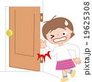 子供の怪我 ドアに手を挟む 指を挟む 19625308