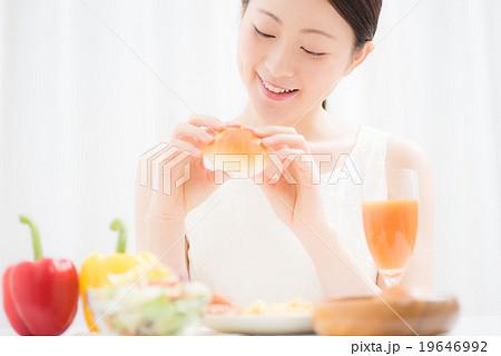 朝食イメージ 女性 19646992