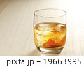 ウィスキー ウイスキー オンザロックの写真 19663995