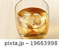 ウィスキー ウイスキー オンザロックの写真 19663998