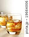 ウィスキー ウイスキー オンザロックの写真 19664006