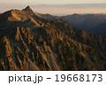 北アルプス。槍ヶ岳のモルゲンロート。10月。北穂高岳より 19668173