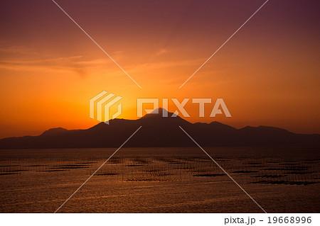 熊本側から見た島原・雲仙普賢岳の夕景 19668996