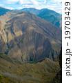 アンデス山脈高標高から見る谷間 19703429