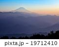 【陣馬山山頂より】富士山・靄のなかに浮かぶ富士 19712410