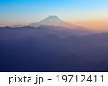 【陣馬山山頂】富士山・靄のなかに浮かぶ富士 19712411