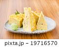 お寿司屋さんの玉子焼き 19716570