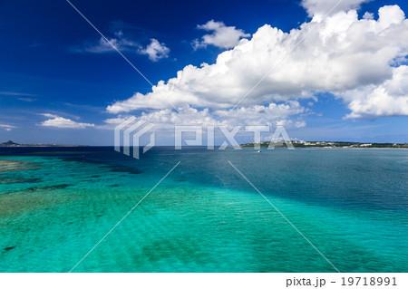 青い海と白い雲 19718991