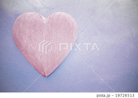 Vintage toned wooden heart on grunge background.の写真素材 [19726513] - PIXTA