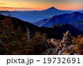 甲武信岳から見る夜明けの富士山 19732691