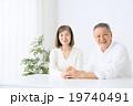 シニア 高齢者 夫婦の写真 19740491