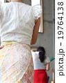 フラメンコを踊る後ろ姿 19764138