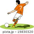 ボールを蹴ろうとするサッカー選手 19830320