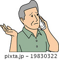 困った表情で電話する50代男性 19830322
