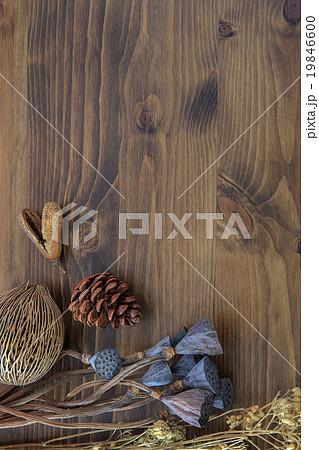 Dry flower on wooden table backgroundの写真素材 [19846600] - PIXTA