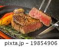 シズル感のある和牛ステーキ High-quality Japanese beef steak  19854906