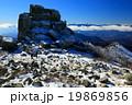 金峰山山頂の五丈岩と南アルプスの展望 19869856
