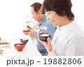 シニア 夫婦 食事の写真 19882806