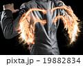 背中に炎の翼が生えたビジネスマン 19882834