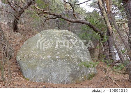 松本市 重要文化財指定 四賀岩井堂周辺 観音山周辺石造物群 大岩の上の石仏 19892016