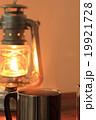 ランタンの灯りとホットコーヒー 19921728