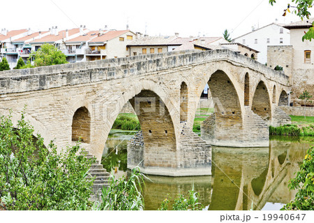 romanesque bridge over river Arga, Puente La Reina 19940647