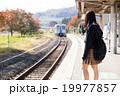 電車通学をする女子高生 19977857